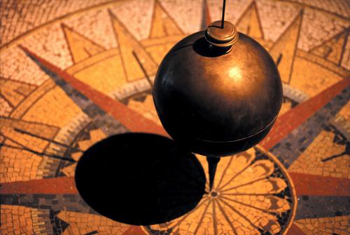 C'est le pendule de Foucault qui se trouve à Milan. Le temps passe, le pendule oscille, et vous changez vos habitudes. Ne faites rien et le pendule continuera sa route ainsi que le temps.