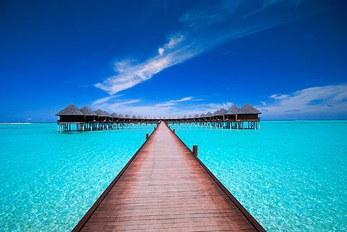 Tout au bout, là-bas, ce pourrait être votre bureau... aux Maldives !