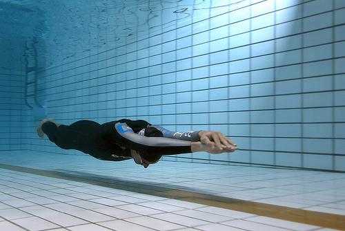 Changer, avancer dans la vie, c'est comme plonger et suivre la ligne de fond, complètement concentré, pour atteindre l'autre bord, l'objectif !