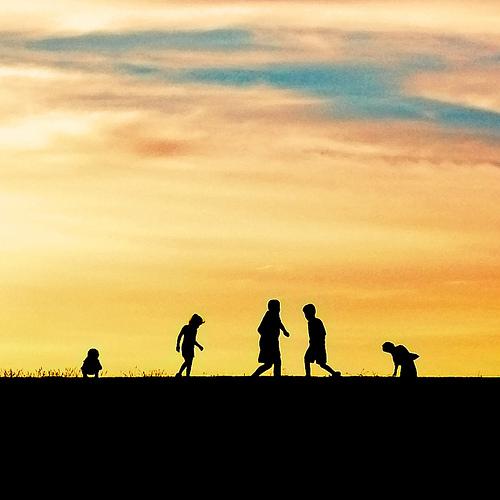 Jouer au crépuscule, sans arrières-pensées et, petit à petit, sculpter sa vie.